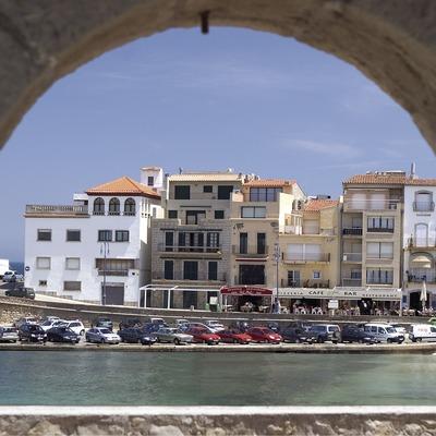 Vista del puerto desde un soportal  (Miguel Angel Alvarez)