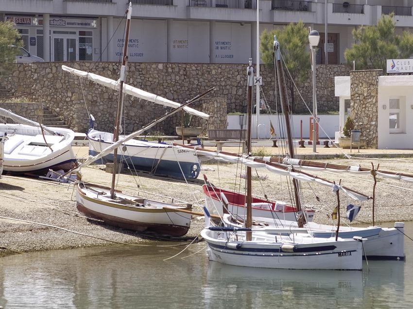 Barques a la platja