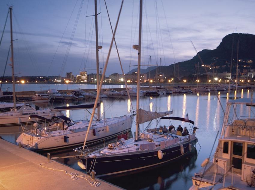 Barcas en el puerto al atardecer 1.  (Miguel Angel Alvarez)