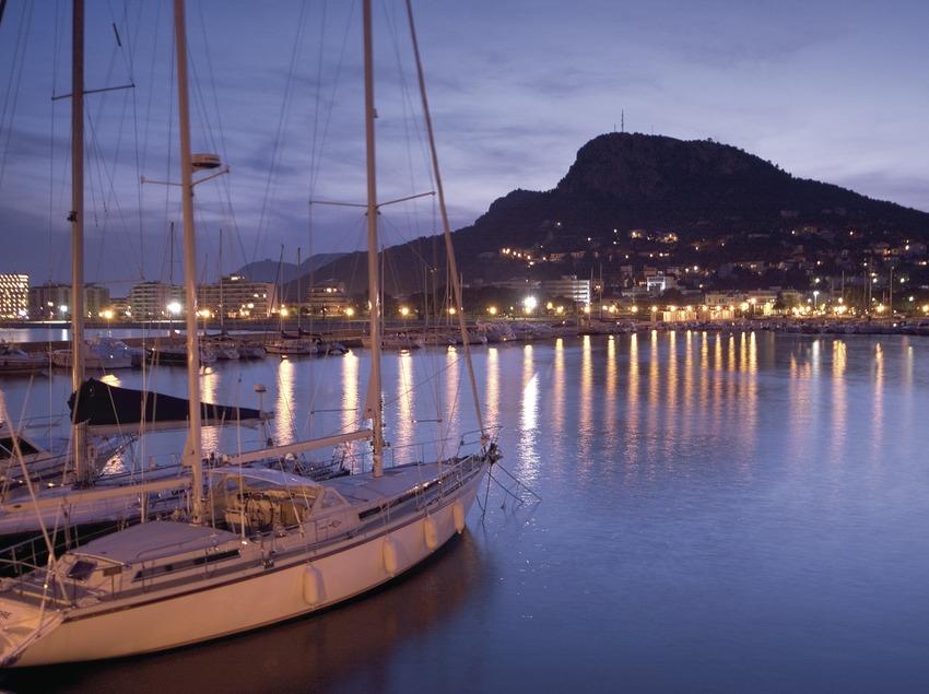 Barcas en el puerto al atardecer 2.  (Miguel Angel Alvarez)