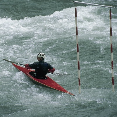 Piraguismo en aguas bravas cerca de Sort.  (Servicios Editorials Georama)