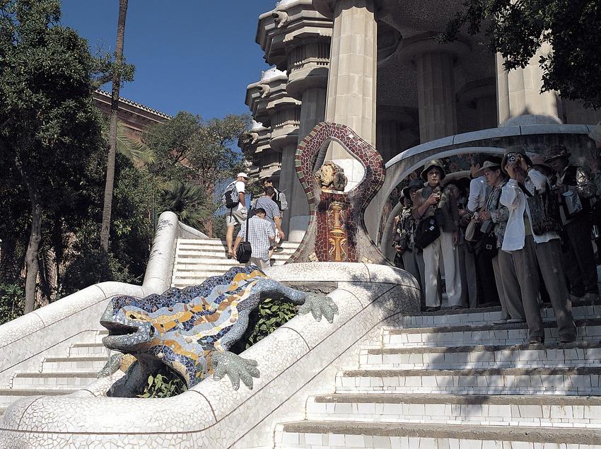 Escaleras de entrada al Park Güell, Barcelona.  (Felipe J. Alcoceba)