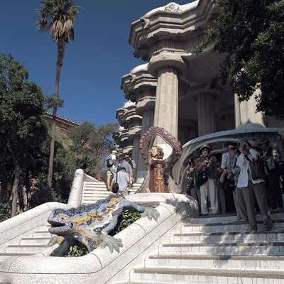 Escaleras de entrada al Park Güell, Barcelona.