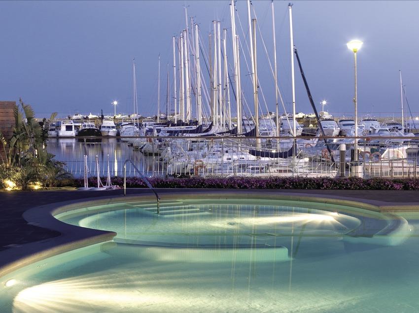 Embarcación en el club náutico.  (Miguel Angel Alvarez)