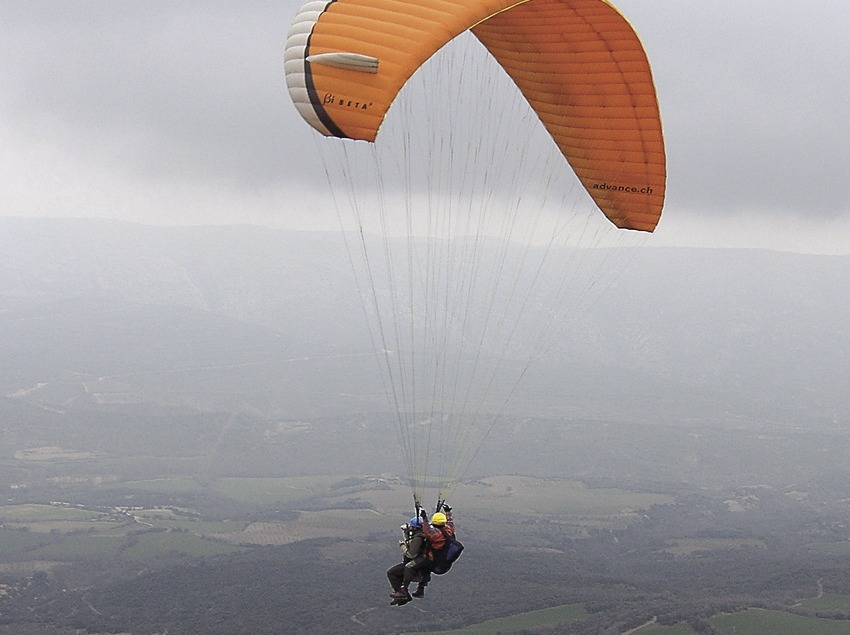 Paragliding in Valle de Àger, serra del Montsec  (Chopo (Javier García-Diez))