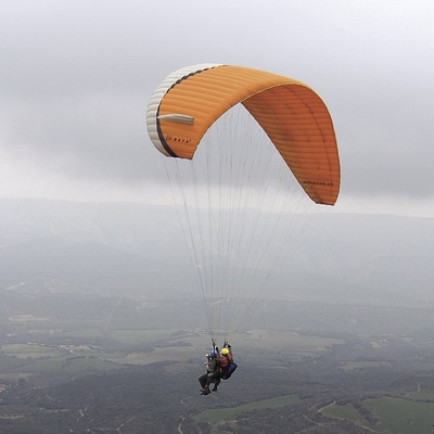 Vol de parapent a la Vall d'Àger, serra del Montsec.  (Chopo (Javier García-Diez))