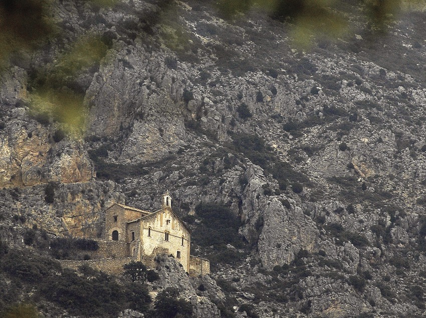 Ermitage Mare de Déu de Pedra, Valle de Àger.  (Chopo (Javier García-Diez))