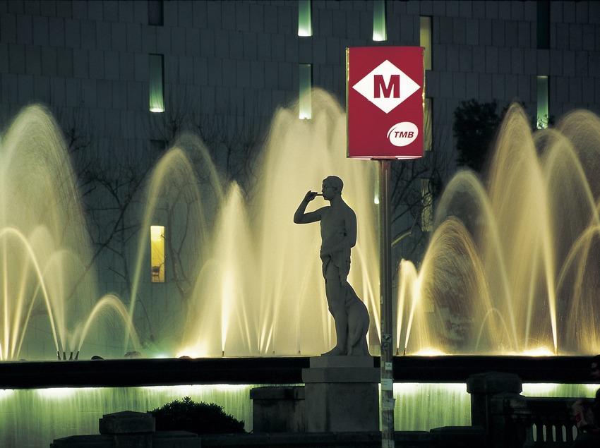 Vista nocturna de la plaça Catalunya.  (Imagen M.A.S.)