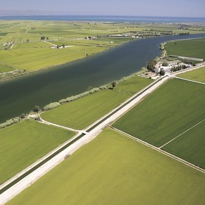 Delta de l'Ebre. Vista aèria del riu Ebre al seu pas per Deltebre