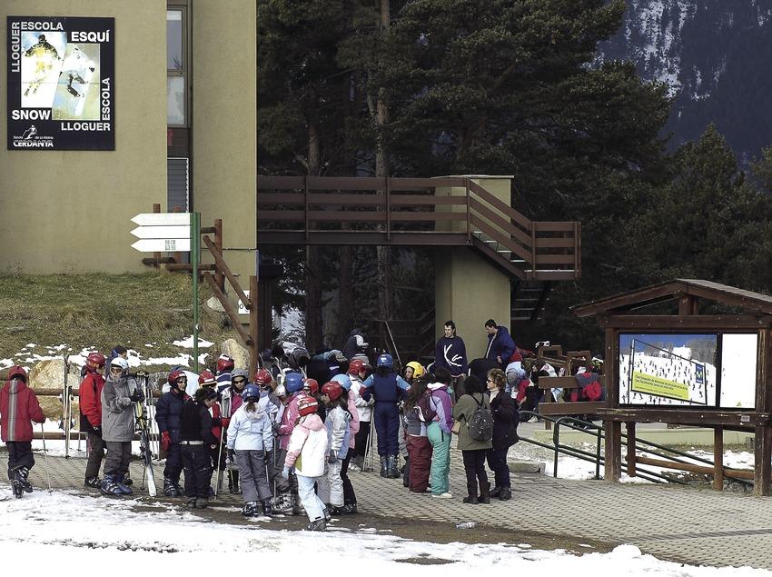 Escola d'esquí a l'estació d'esquí de La Molina.