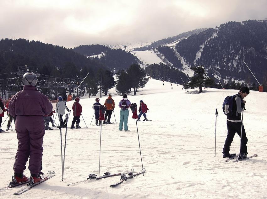Skiers in La Molina ski resort