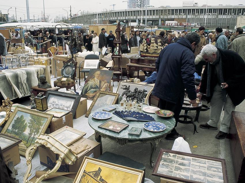 Parades d'antigüitats al mercat dels Encants.  (Imagen M.A.S.)