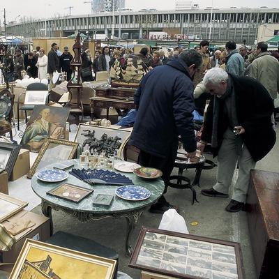 Puesto de antigüedades en el mercado de Els Encants.  (Imagen M.A.S.)
