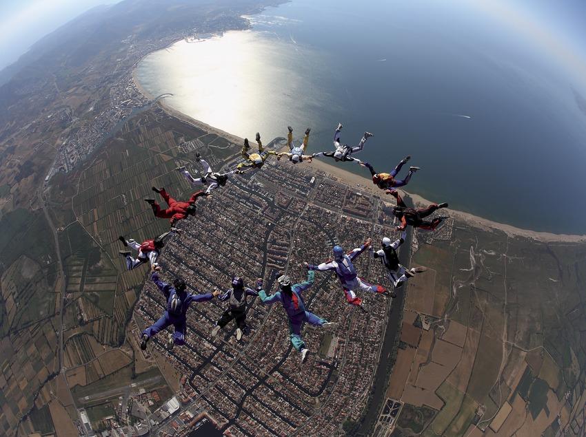 Parachutiste à l'aéroclub Empordà. Aérodrome d'Empuriabrava