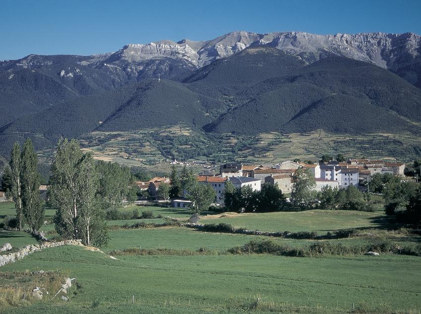 Lles de Cerdanya and the Serra del Cadí.  (Servicios Editorials Georama)
