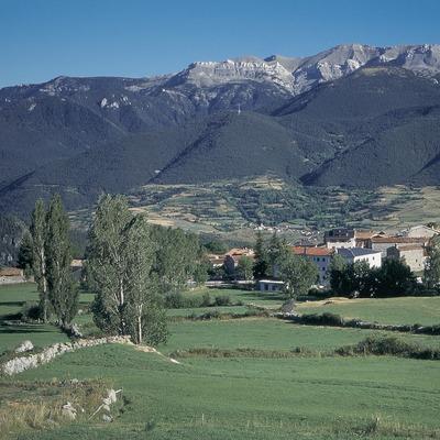 Lles de Cerdanya y la Sierra del Cadí.  (Servicios Editorials Georama)