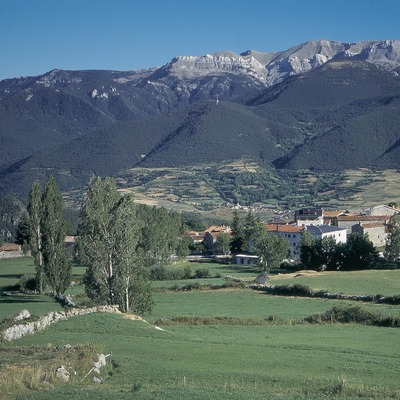 Lles de Cerdanya i la serra del Cadí.  (Servicios Editorials Georama)