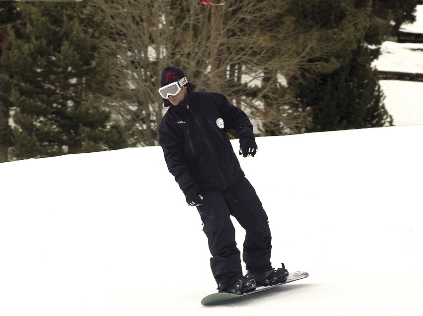 Snowboarding in La Molina ski resort