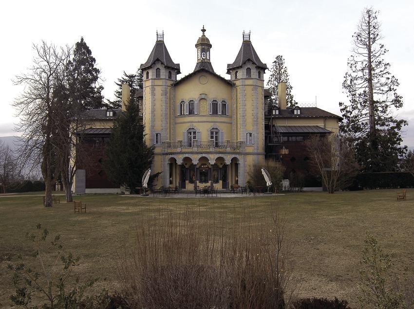 Façade nord et jardin de l'hôtel Torre del Remei  (Chopo (Javier García-Diez))