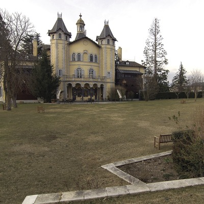 Façana nord i jardí de l'hotel Torre del Remei  (Chopo (Javier García-Diez))