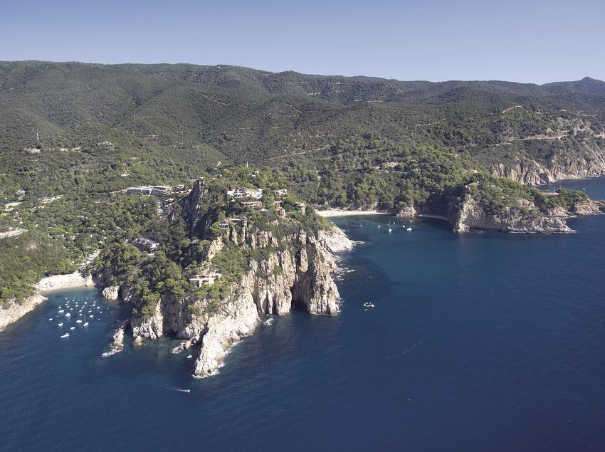 Cabo de Pola und die Bucht von Giverola.  (Miguel Angel Alvarez)