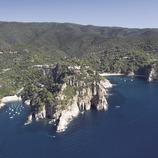 Cabo de Pola y cala de Giverola.  (Miguel Angel Alvarez)