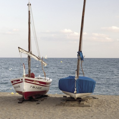 Barques a la platja.
