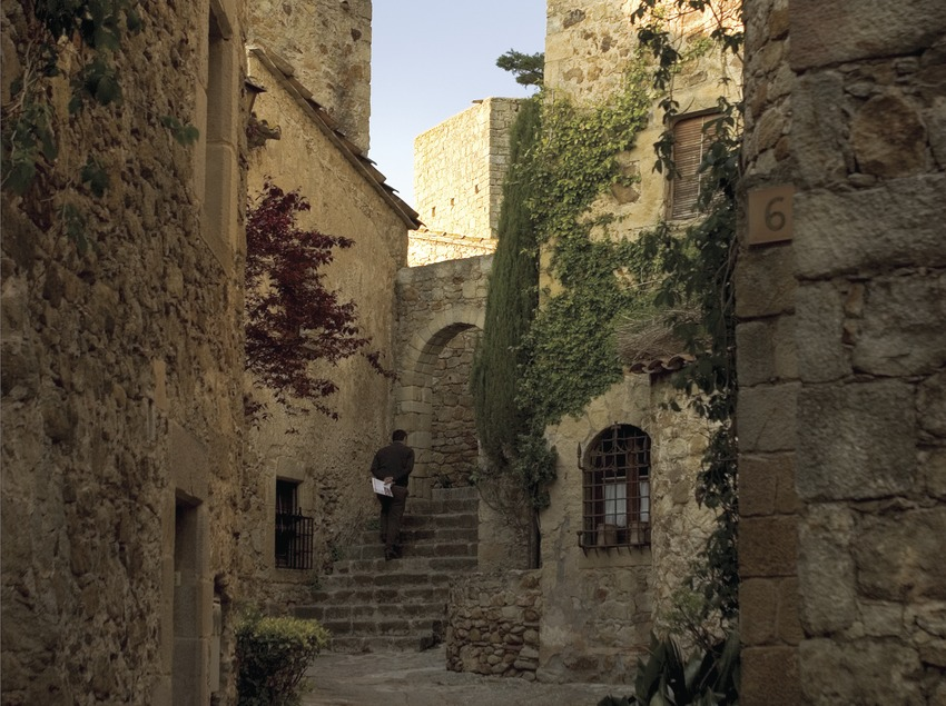 Street in the Medieval district  (Miguel Angel Alvarez)