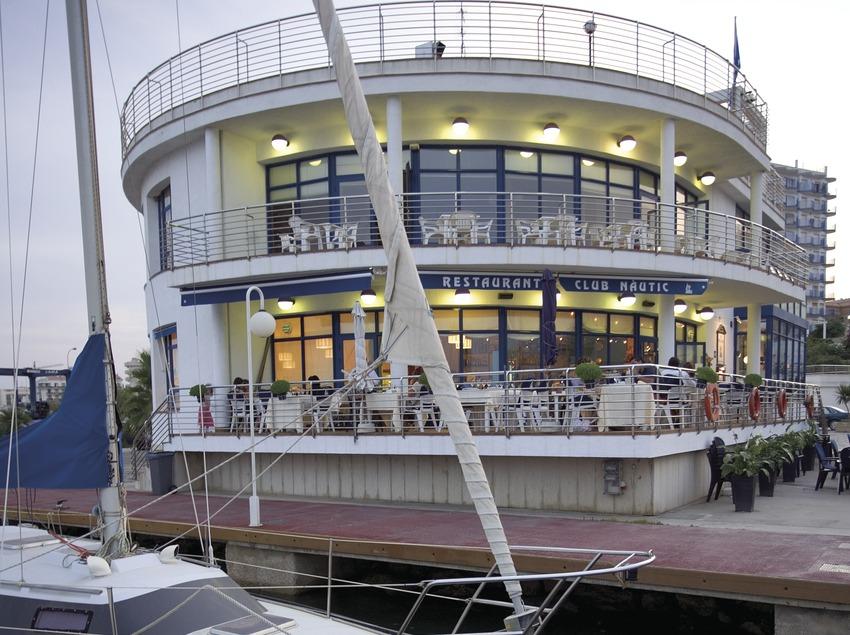 Boat in the Yacht Club marina  (Miguel Angel Alvarez)
