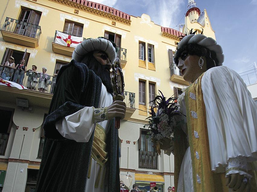Gigantes en el pasacalle de la Fiesta Mayor de Sitges.  (Miguel Angel Alvarez)