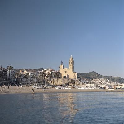 Sitges. Playa e iglesia de Sant Bartomeu y Santa Tecla.  (Felipe J. Alcoceba)