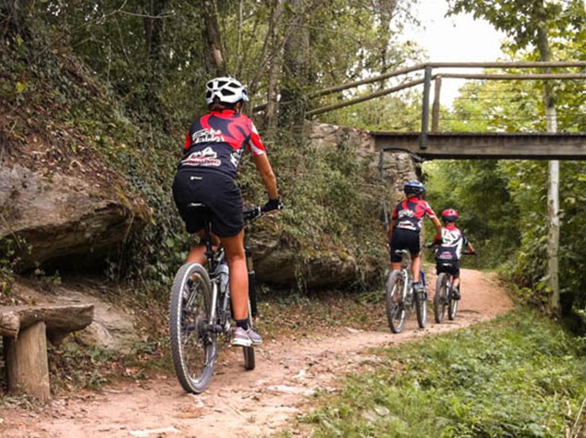 Ciclistas siguiendo el Track de los Ángeles