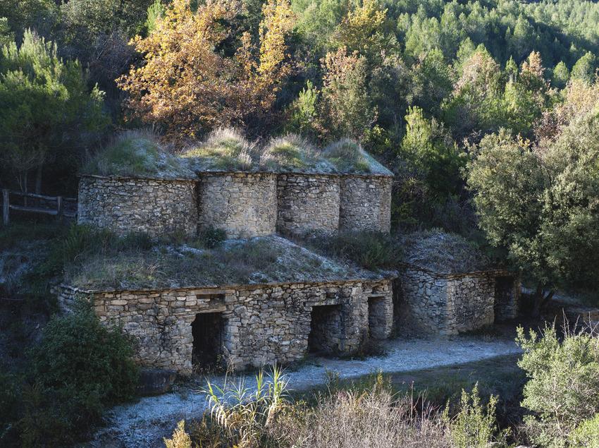 Pont de Vilamara i Rocafort. Tines de pedra de la Vall de Flaquer (Gonzalo Sanguinetti. Diputació Barcleona)
