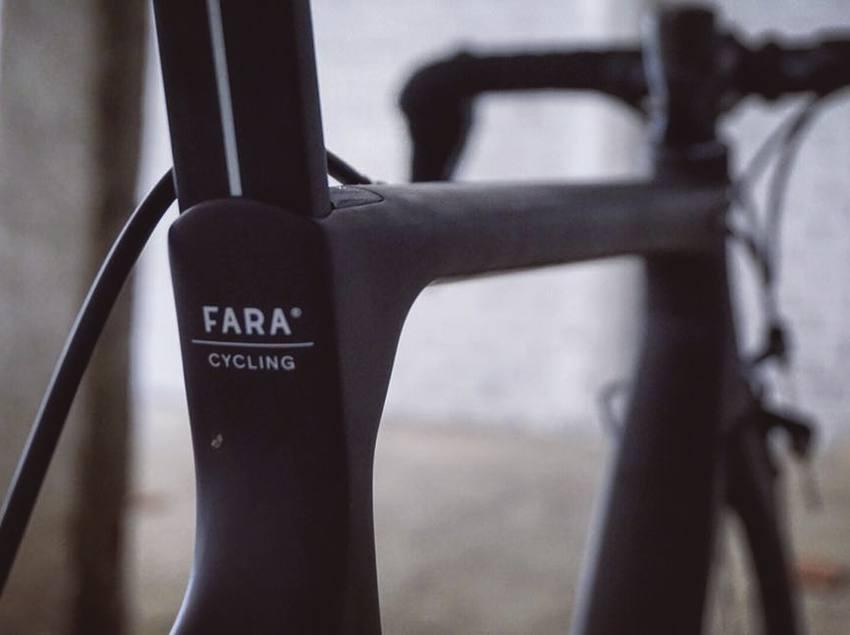 Detall gravat a la bicicleta, The Service Course Girona