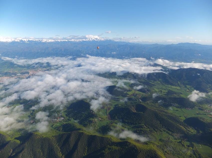 Vista de la Zona Volcánica de La Garrotxa desde el aire.