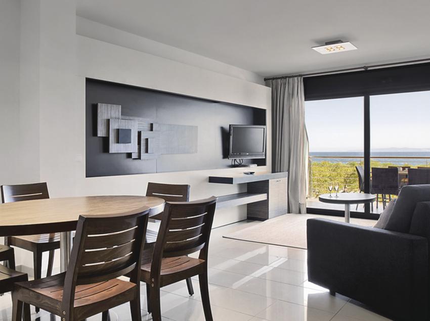 Menjador i sala d'estar amb balcó