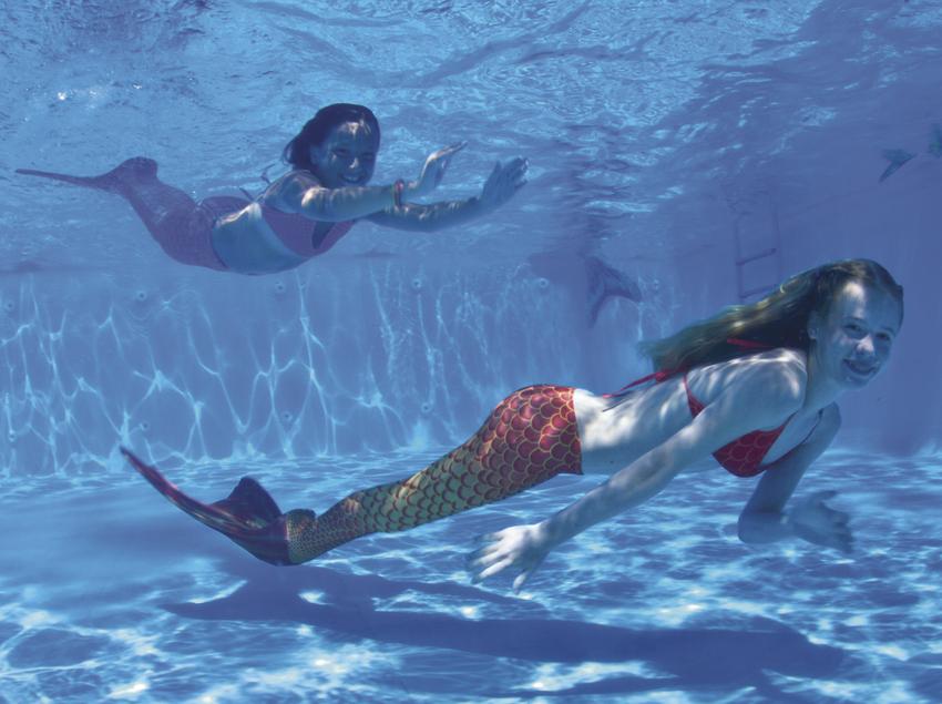 Sirenas en una piscina