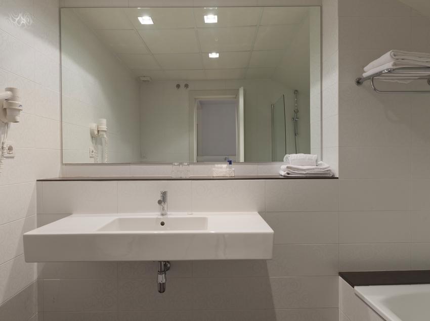 Baño sencillo con bañera