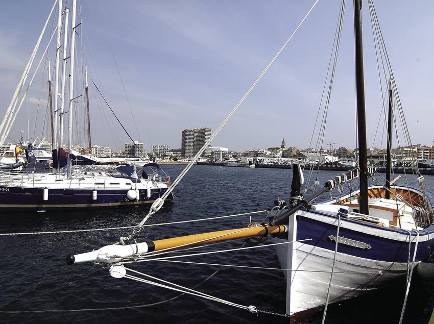 Laúd mallorquín en el puerto  (Chopo (Javier García-Diez))