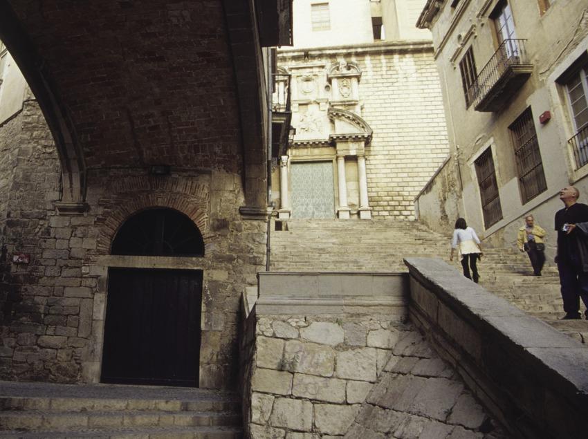Arco del palacio de Agullana, el Call (barrio judío) de Girona.