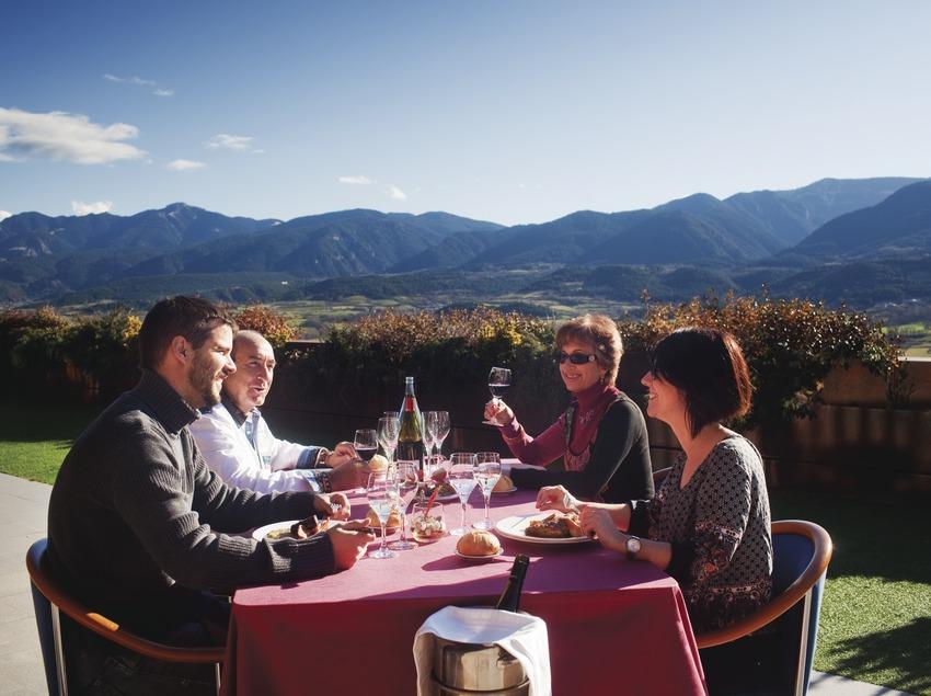dinar a la terrassa de l'Hotel Muntanya. Prullans (La Cerdanya).