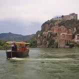 Navegació amb llaüt a l'Ebre per Miravet. (Mariano Cebolla)