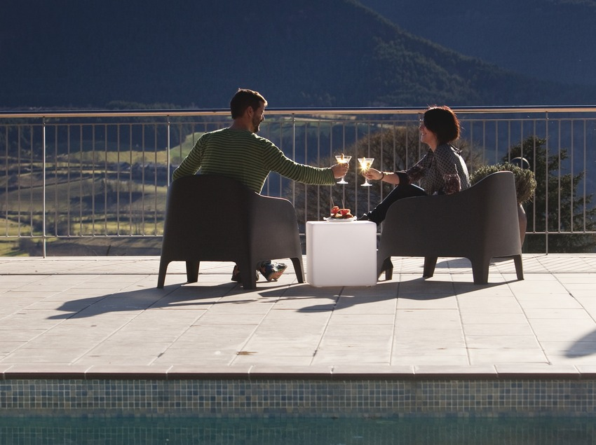 aperitiu brindis a la terrassa de l'Hotel Muntanya. Prullans (La Cerdanya). (Oriol Clavera)