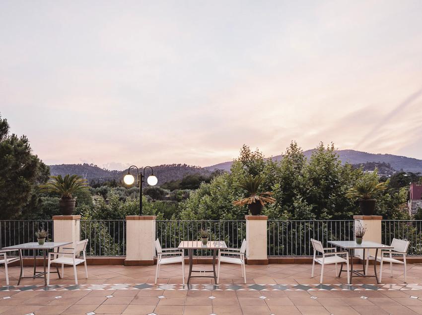 Terraza del bar de l'hotel-balneari Termes Victòria.