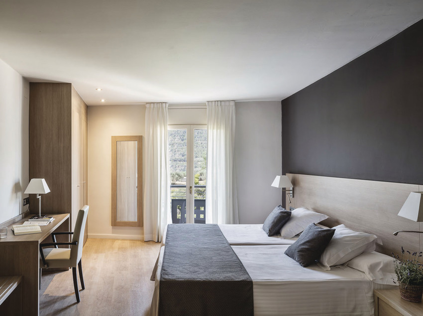 Habitación doble con balcón del hotel-balneario Termes Victòria.