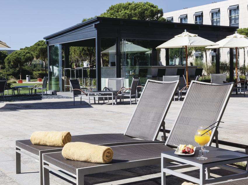 Piscina del hotel AC Gavà Mar.