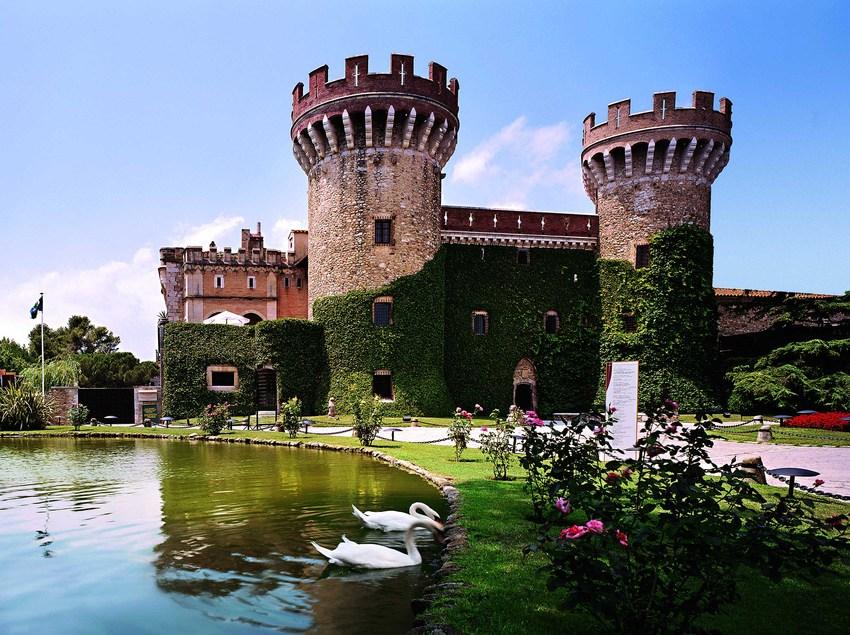 Fachada del castillo de Peralada.