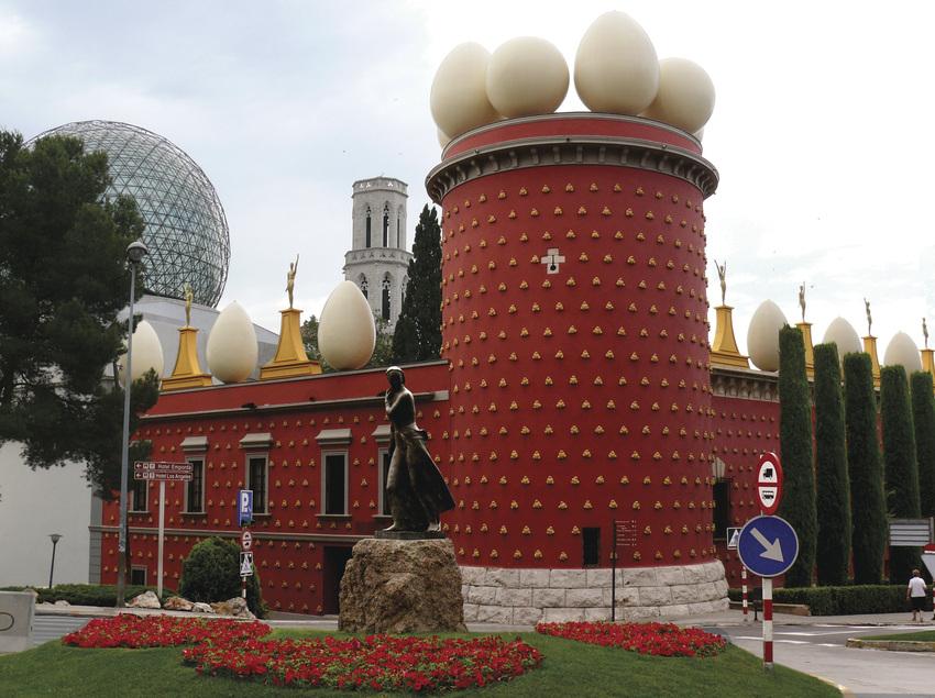 Exterior del Teatro-Museo Dalí, Figueres.