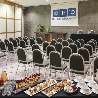 Montaje de clase en la sala Chardonnay, del hotel H10 Marina Barcelona.