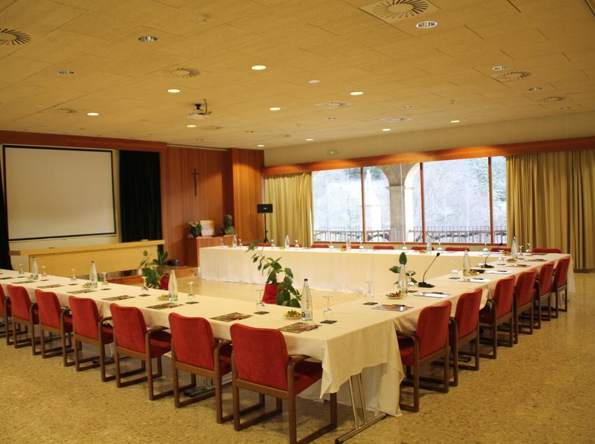 Sala de reunions en l'hotel Monestir de les Avellanes.